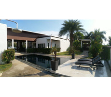 Very attractive 4 bedroom pool villa behind Mae Phim beach